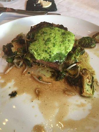 Aiken, ساوث كارولينا: 6oz. filet mignon topped with scallion butter
