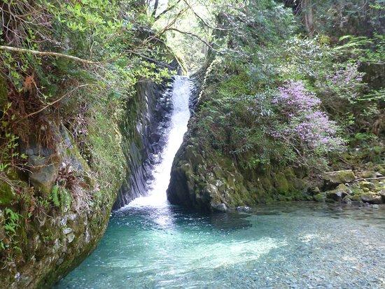 Osakacho Waterfalls: あかがねとよ