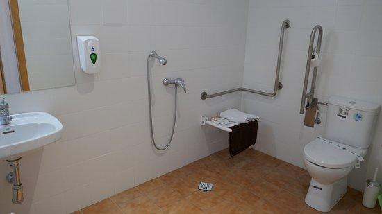 Castro del Rio, Spain: Rolstoelgebruiker. aangepaste badruimte