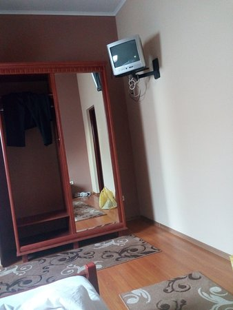 Khust, Ukraina: Телевизор размером с блюдце))
