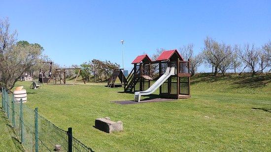 Centro Vacanze Pra delle Torri : Area giochi adiacente alla spiaggia