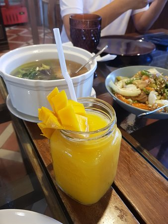 Trece Martires, Philippines : A vibrant lunch for a vibrant day!
