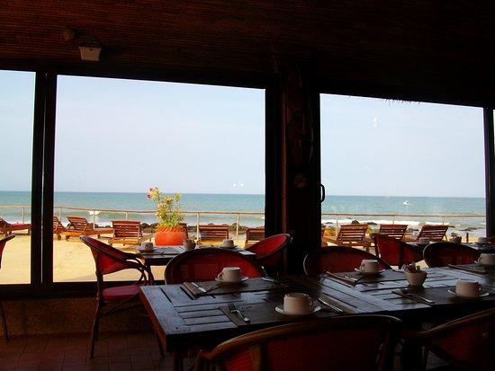 Lookea Royal Baobab: salle de restaurant vue sur piscine