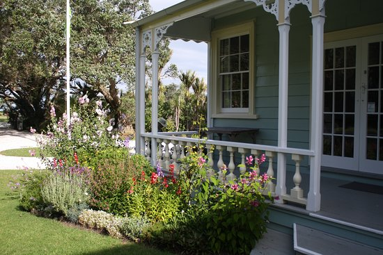 Waiwera, Nowa Zelandia: Spring time in the Garden at Couldrey House