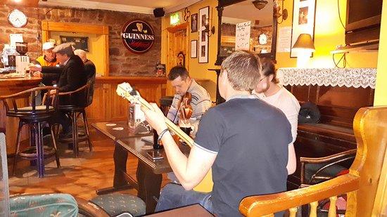 Boolteens, Irland: Live Music im Pub.