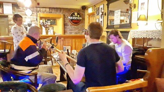 Boolteens, Irlandia: Live Music im Pub.