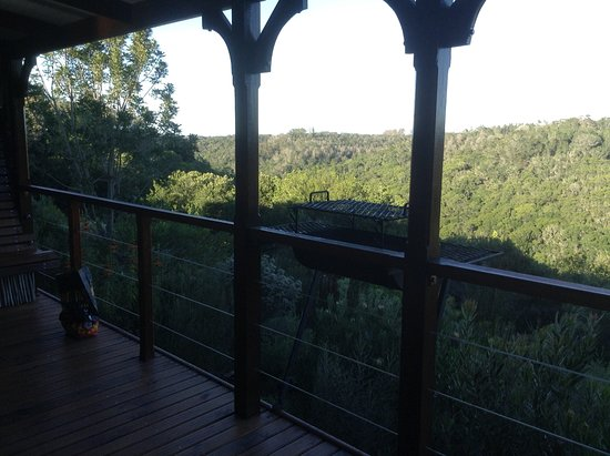Rheenendal, South Africa: Balcony overlooking the forest with it's own portable coal braai.