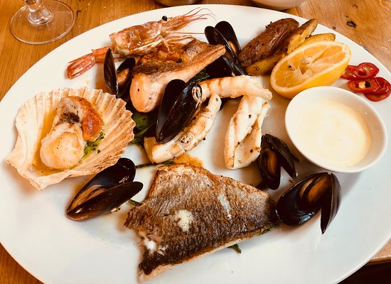 Loch Fyne: Seafood Grill: salmon, king scallop, mussels, bream, king prawn, squid, heritage potatoes