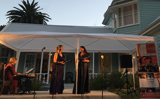 Waiwera, Νέα Ζηλανδία: Summer Magic 2017 Concert in the Garden