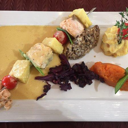 Les Rosiers sur Loire, France: Brochette de saumon / ananas