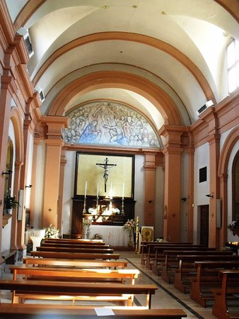 San Costanzo, Italy: Navata unica