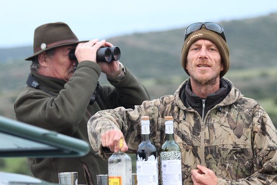 Amakhala Game Reserve, South Africa: Jonno,our man - stop for re-hydration!