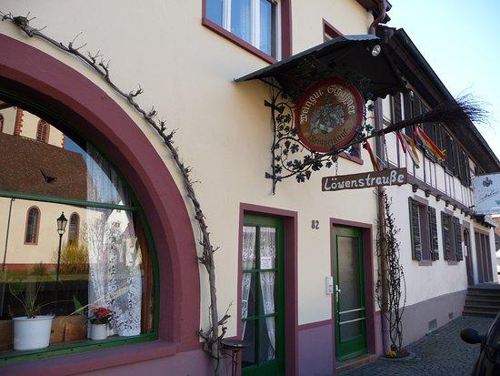 Boetzingen, Alemanha: Frontansicht Haupteingang, in der Nebenstraße gibt es noch einen weiteren Eingang in den Innenho