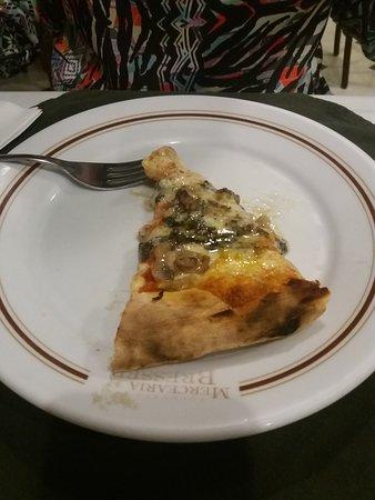 Mercearia Bresser: Pizza de cogumelos.
