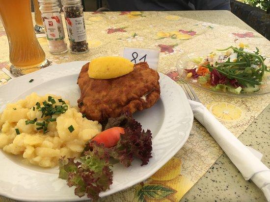 Lichtenfels, Niemcy: Hausgemachter Kartoffelsalat, Cordon Bleuch