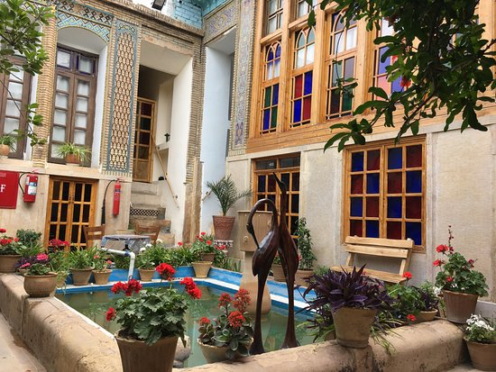 Taha Traditional Hostel: in the yard