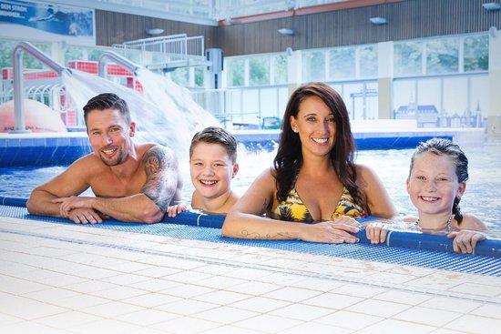 Emden, Deutschland: Badespaß für die ganze Familie