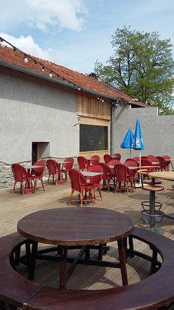 Villefranche-d'Albigeois, فرنسا: Façade côté terrasse