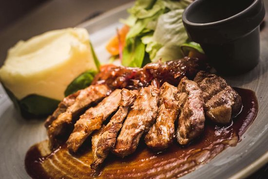 Silute, ليتوانيا: Grilled duck