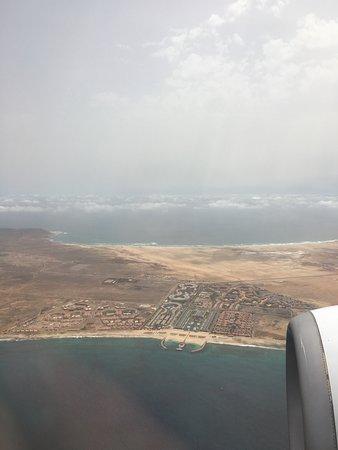 Blick aus dem Flugzeug auf das Hotel inkl. Bikini-Beach