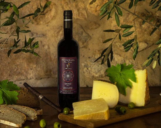 Montalcino, Italia:  Dono means gift, this is the winemaker's signature wine. Full body wine with a strong personali