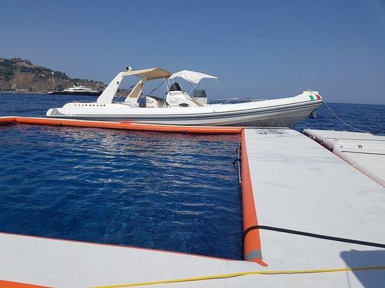 Giardini-Naxos, Italien: piattaforma galleggiante
