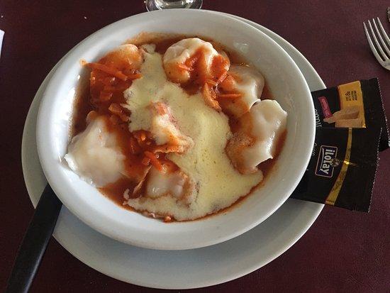 Bajada Espana: Sorrentinos de jamón y queso, con salsa mixta