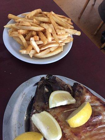 Bajada Espana: Pacu (para 1) y porción de papas fritas