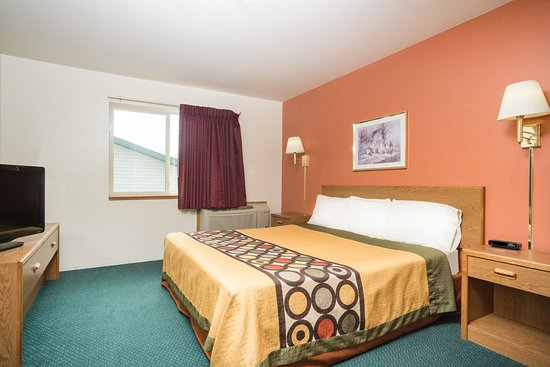Tomahawk, WI: 1 King Bed Room