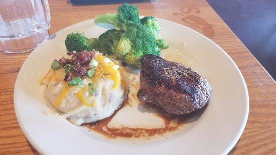 Chili's Grill & Bar: 6oz Sirloin meal
