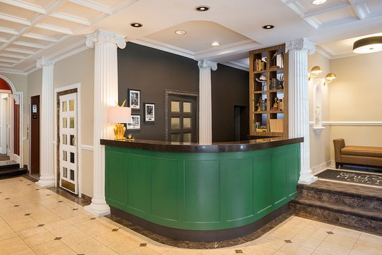 The Willows: Front Desk