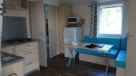 Villeneuve-de-Berg, فرنسا: Intérieur d'un bungalow