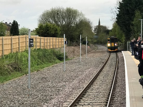 Kenilworth, UK: The first train in 53 years arrives and stops!
