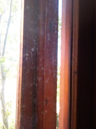 Pokrovka, Ουκρανία: Грязные окна в номере - это нормально??