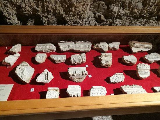 Casa Romana di Vespaia Polla : reperti del museo