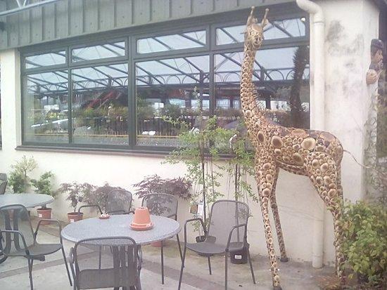 Inverkip, UK: OUTSIDE CAFE TABLES