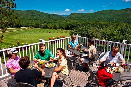 Warren, VT: Hogan's Pub at Sugarbush Golf Club is open to the public every day.