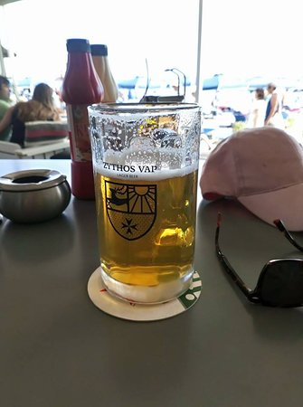 Chaplins Beach Bar: Bière et nourriture