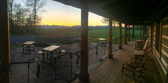 Madison, VA: Tasting Room View