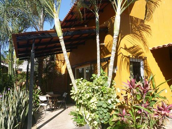 La Cruz de Huanacaxtle, México: Ground level unit with complete kitchen