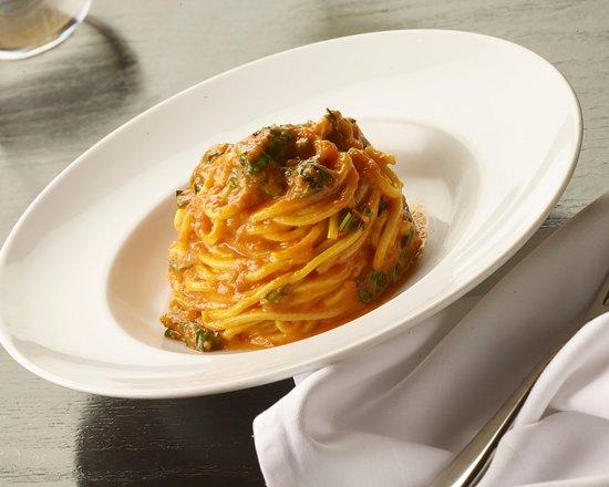 Scarpetta: Spaghetti (tomato & basil)