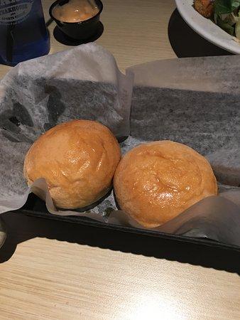 Grandville, Μίσιγκαν: warm rolls with honey butter