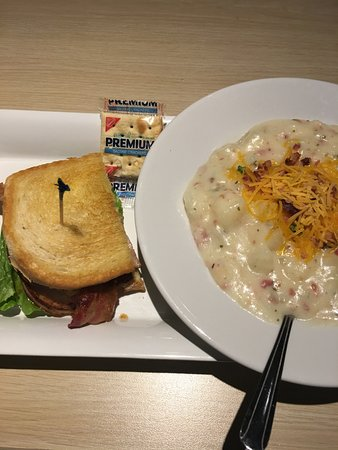 Grandville, Μίσιγκαν: lunch combo potato soup and 1/2 smoked turkey sandwich