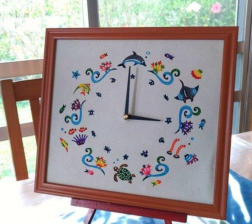 紅型体験&小物販売キジムナー工房, 紅型時計用の布も体験で作ることができます。ムーブメントと色紙額を揃えるとオリジナル紅型染時計の出来上がり!