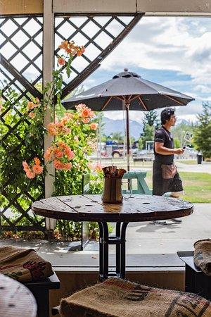 Twizel, Yeni Zelanda: Indoor outdoor seating