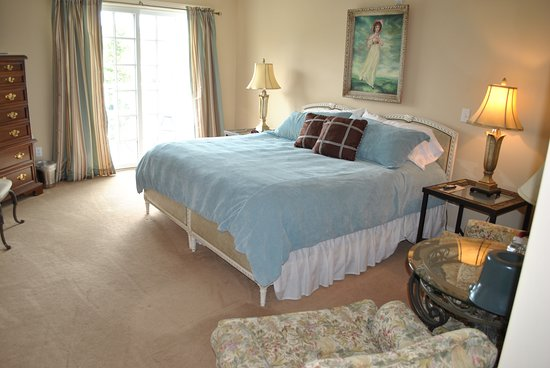 Georgetown, DE: The Lingering Lily, one of our 14 guest rooms