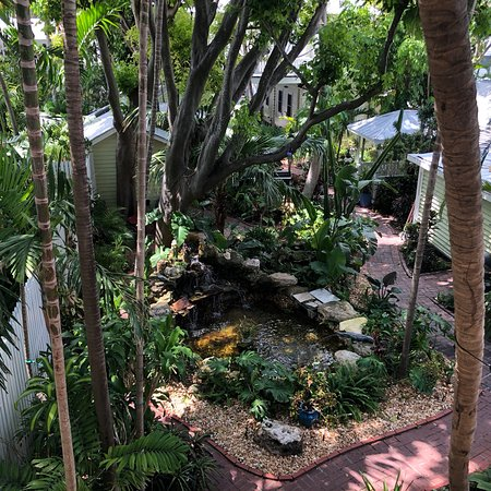 Island City House Hotel: What a hidden gem of a place! The garden grounds are breathtaking and very well maintained, the