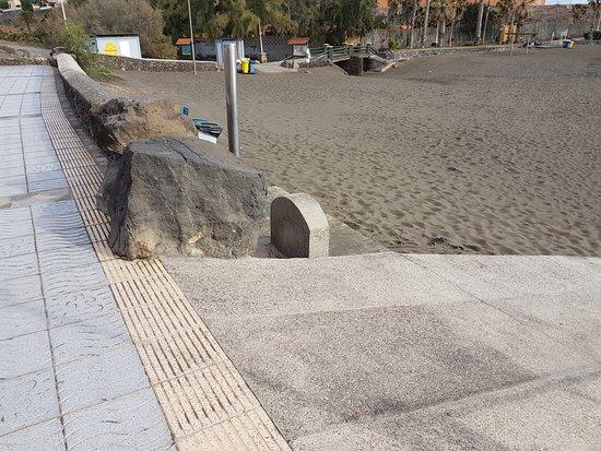 Playa Hoya Del Pozo: PLaya apta para personas con movilidad física reducida.