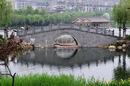 Xi'an Qujiangchi Site Park: 西安曲江遺址公園