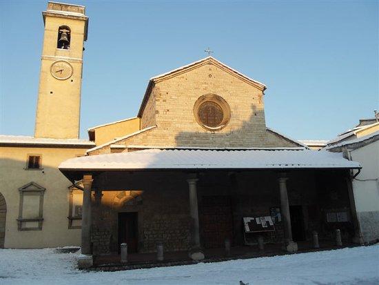 Sesto Fiorentino, Italia: chiesa innevata